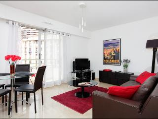Sunlight Properties Bugatti - hyper-central 1BR for 2 - Monaco Station