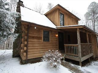 Very Cozy Hocking Hills Log Cabin, South Bloomingville