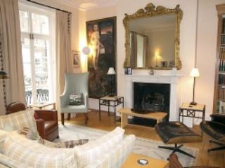 Chelsea 3 + bedrooms 4 bathroom house (2553), London