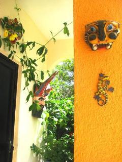 Enchanting Mexican Art & Tropical Vegetation at Brakfast Porta