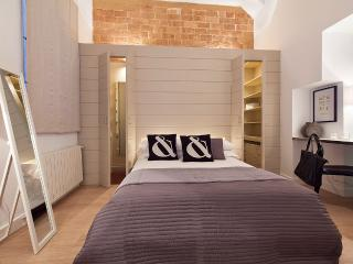 Gothic Historical 1BR private courtyard - Catedral, Barcelona