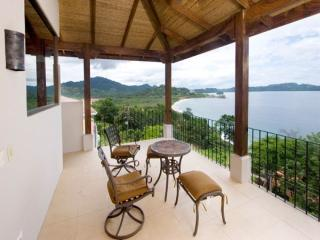 Luxury 4-bedroom with sleek outdoor bar, pool and magnificent views 4bed/3.5bath