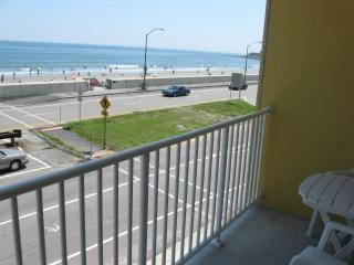 AWESOME OCEAN FRONT STUDIO CONDO W/BALCONY