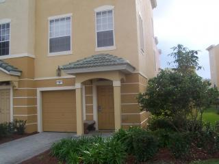 Exceptional Vista Cay Townhouse Close to OCCC/SeaWorld and Universal