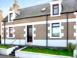 KELTIE, pet-friendly, character holiday cottage, with a garden in Portknockie, Ref 2290