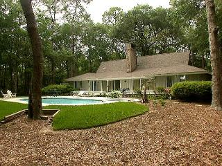 36 Kingston Road - Pretty, 4 Bedrooms Home w/ Pool & Spa., Hilton Head