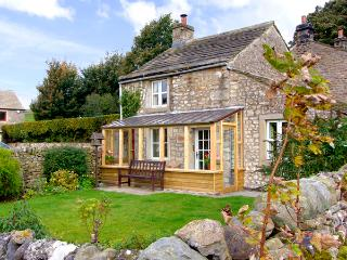 SANDYWOOD, pet-friendly, character holiday cottage, with woodburner, in Burnsall