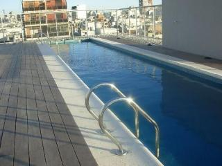 Luxury Unit with private BBQ. Pool and Gym