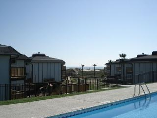 2 bedroom, 2 bath condo with a great view, community access to play area, Port Aransas