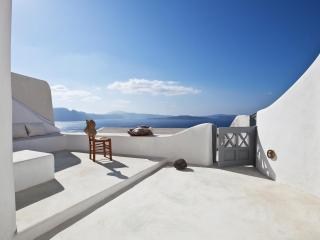 Oia Blue - sleek interiors in majestic setting