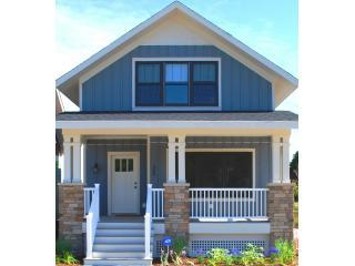 Blue Haven- 3BR, 3BA sleeps 10 near South Haven beaches and downtown