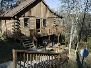 Hocking Hills Cabin with Indoor Jacuzzi, Logan