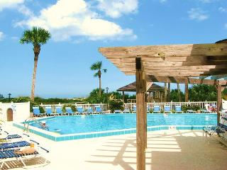 Ocean Village Club E17, Ground Floor Unit, with 42' HDTV & WIFI in unit, Saint Augustine Beach