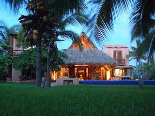 Casa Rosa, Zihuatanejo, Playa Blanca