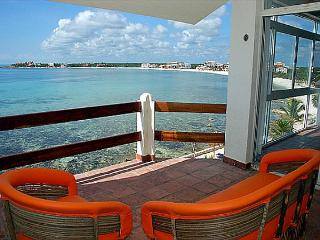 Beachfront Penthouse:  Views, Ambiance, Amenities