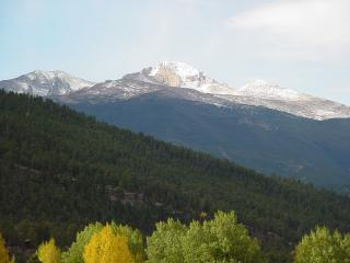 Estes Park cabin with Spectacular Mountain Views!