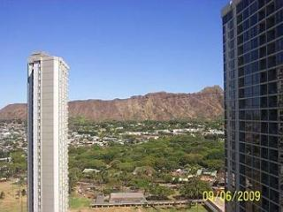"Oceanview and completely renovated and is now ""Home Away from Home""!, Honolulu"