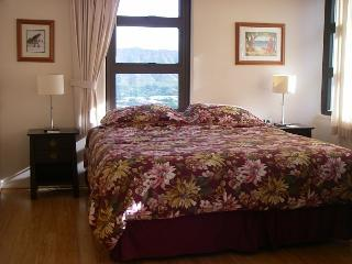 """Oceanview and completely renovated and is now """"Home Away from Home""""!, Honolulu"""