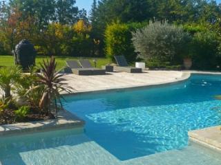 Holiday rental Villas Aix En Provence (Bouches-du-Rhône), 380 m², 4 500 €, Aix-en-Provence