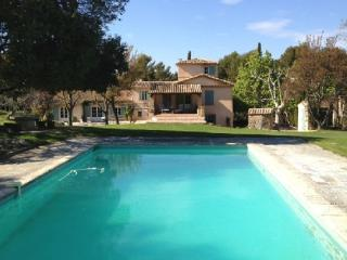 Holiday rental French farmhouses / Country houses Aix En Provence (Bouches-du-Rhône), 350 m², 6 500 €