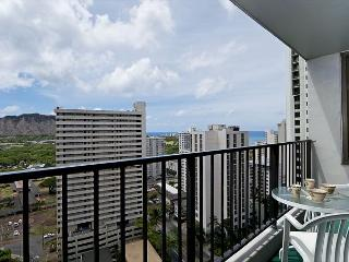 Amazing Condo with Partial Ocean Views, Free Parking, Walk to Beach