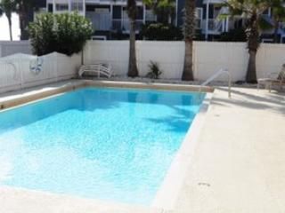 Costa Vista # 8 *SPACIOUS TOWNHOME, 50 YARDS TO PUBLIC BEACH*