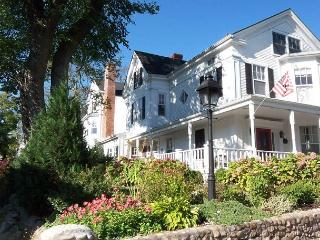 URBAC - Gracious Renovated Sea Captains Home, Perfect In-town Location, Vineyard Haven