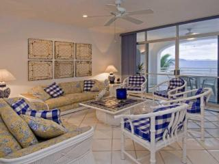 Beachfront 3 bedroom on stunning Miramar Beach, Manzanillo