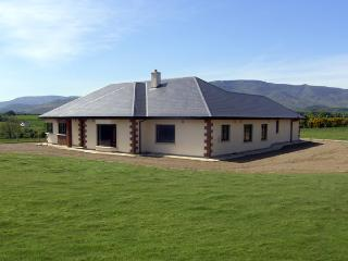 MOUNTAIN VIEW LODGE, pet friendly, with a garden in Kilmacthomas, County Waterford, Ref 4070