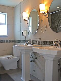 Double Kohler sink/ bath