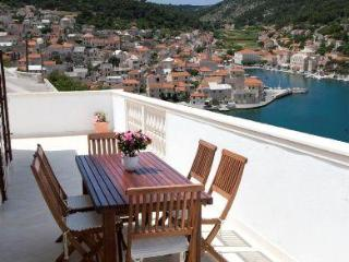 Three-bedroom Apartment with Fabulous Sea Views, Pucisce