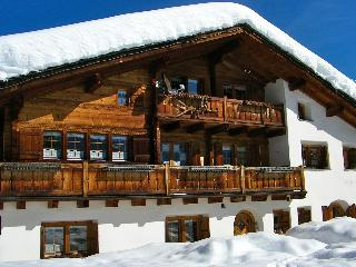 Self Catering Luxury Ski Chalet, Arosa