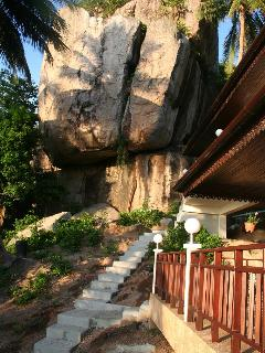 A huge granite boulder that balances behind Koh Tao Star Villa.