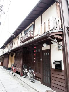 Front view of Maeniiya Machiya Inn