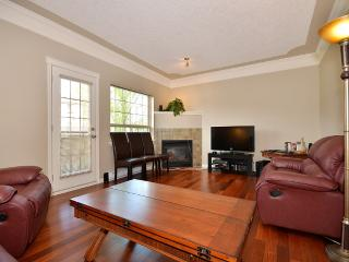 Victoria 2 Bedroom Executive Condo with Sauna in the Heart of the Westshore, Langford