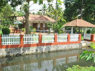 Coconut creek kumarakom homestays & houseboats, Kumarakom