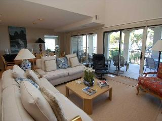 1127 Harbourtown Green - 3 Bedroom Penthouse Villa with Spectacular Views!, Hilton Head