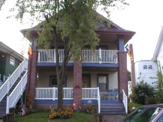 Large Duplex with parking, beach chairs and towels, sleeps 17 in Ocean City NJ