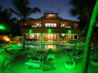 Beachfront Family Vacation -Rated Flipkey Top Rent, Bahía de Soliman