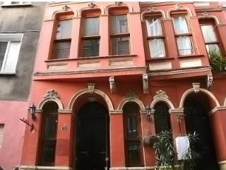 Greek historical vibrant townhouse 4bath- 10pp, Estambul