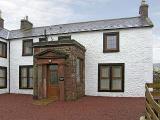 PARTRIDGE HOUSE, pet-friendly, country holiday cottage, with a garden, in Lockerbie, Ref 5282