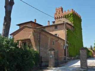 Rooms in a tower between Cortona and Montepulciano
