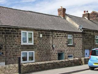 JOSEPH'S COTTAGE, character holiday cottage, woodburner, garden in Crich, Ref