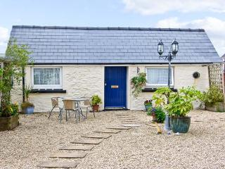 STAR COTTAGE, romantic, with a garden in Saundersfoot, Ref 7478