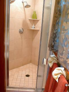 Very spacious shower with dual shower heads at the Aloha Cottage.