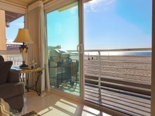 Beach Beauty 2 - Ocean Front Condo with Fantastic Views and Beautifully Decorated!, Hermosa Beach