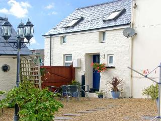 SUN RISE COTTAGE, pet friendly, character holiday cottage, with a garden in Saundersfoot, Ref 8327