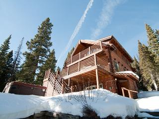 Beautiful 4BR Breckenridge Log Home in Quandary Village w/Private Hot Tub - Minutes from Breckenridge Ski Slopes!