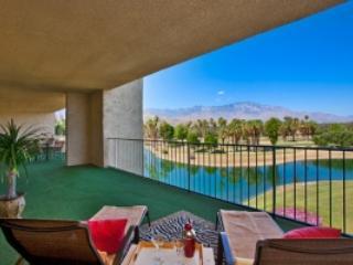 Desert Island Penthouse, Palm Springs