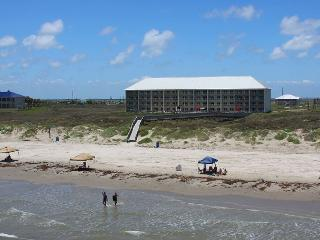 2 bedroom 2 bath beachfront condo at FABULOUS Grand Carribean!, Port Aransas